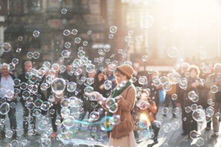 【神戸大学論文】所得や学歴よりも幸福度を上げるものとは?